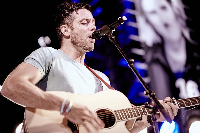 Official site for singer/songwriter Gareth Icke